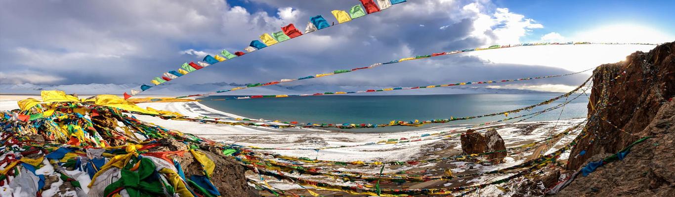 Hồ linh thiêng Namtso: là một trong 4 hồ linh thiêng nhất Tây Tạng, là hồ nước mặn duy nhất trên thế giới nằm ở độ cao gần 5200 m so với mực nước biển.