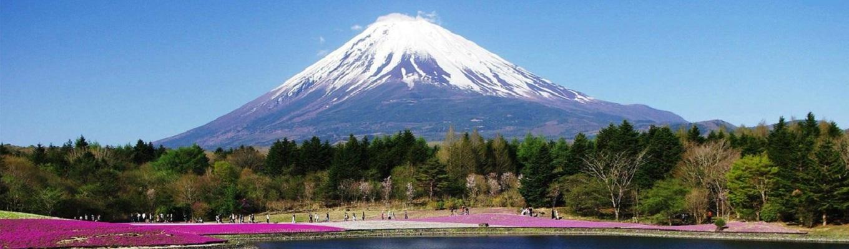 Núi Phú Sĩ là ngọn núi cao nhất Nhật Bản với độ cao hơn 3000m. Cùng với núi Tate, Haku, ngọn núi Phú Sĩ là một trong 3 ngọn núi thánh của Nhật Bản, và được công nhận là di sản văn hóa thế giới.