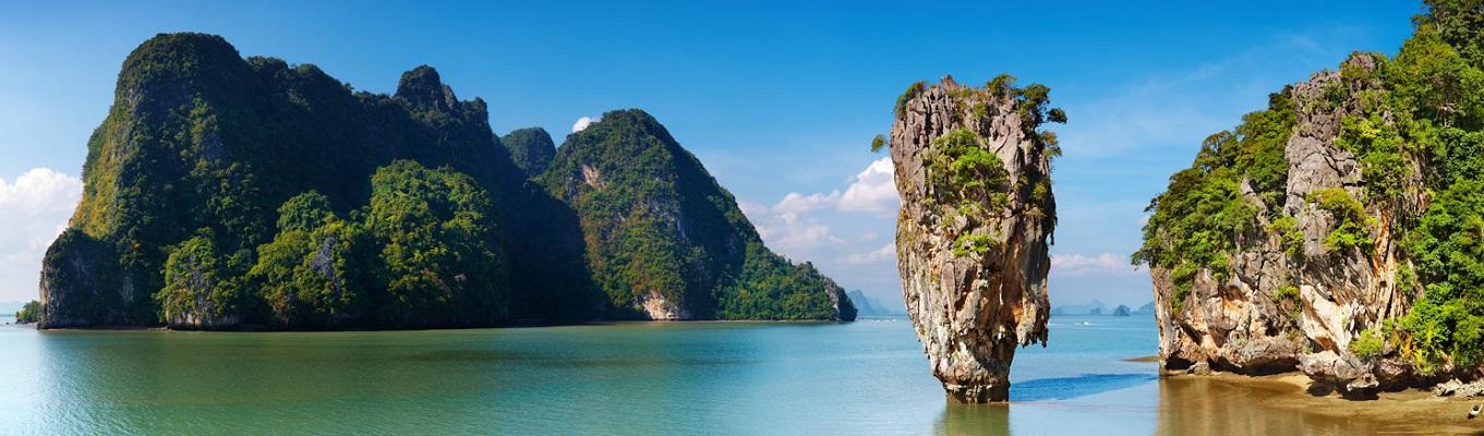 """Vịnh Phang Nga được mệnh danh là """"Vịnh Hạ Long của Thái Lan"""" bởi đây là nơi tập trung hàng chục ngọn núi đá vôi khổng lồ có vách dựng đứng nhô lên từ biển cả."""