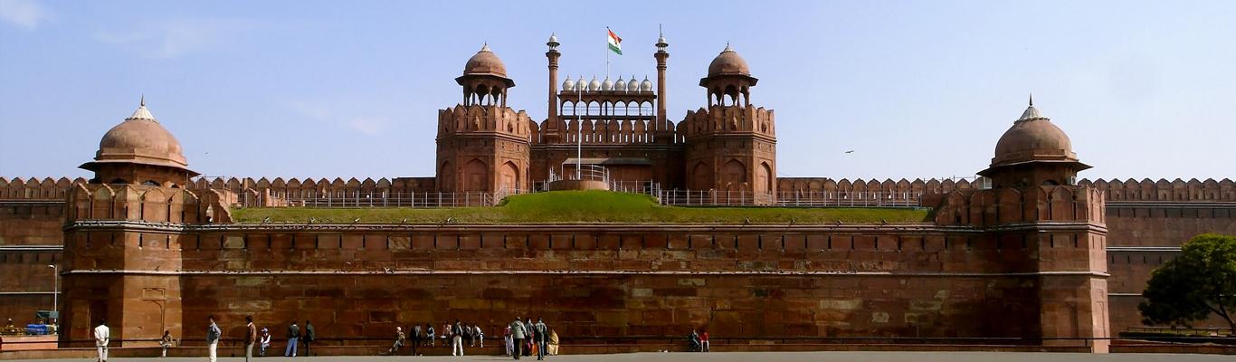 Cùng với Taj Mahal, Pháo đài đỏ Agra là minh chứng đặc biệt bổ sung cho nền văn hóa rực rỡ đã biến mất của các hoàng đế Mogul