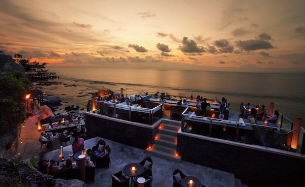 The Rock Bar được CNN bình chọn là bar bên bờ biển tốt nhất thế giới