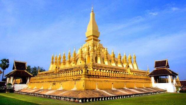 Pha That Luang - tháp xá lợi lớn nhất ở Lào.