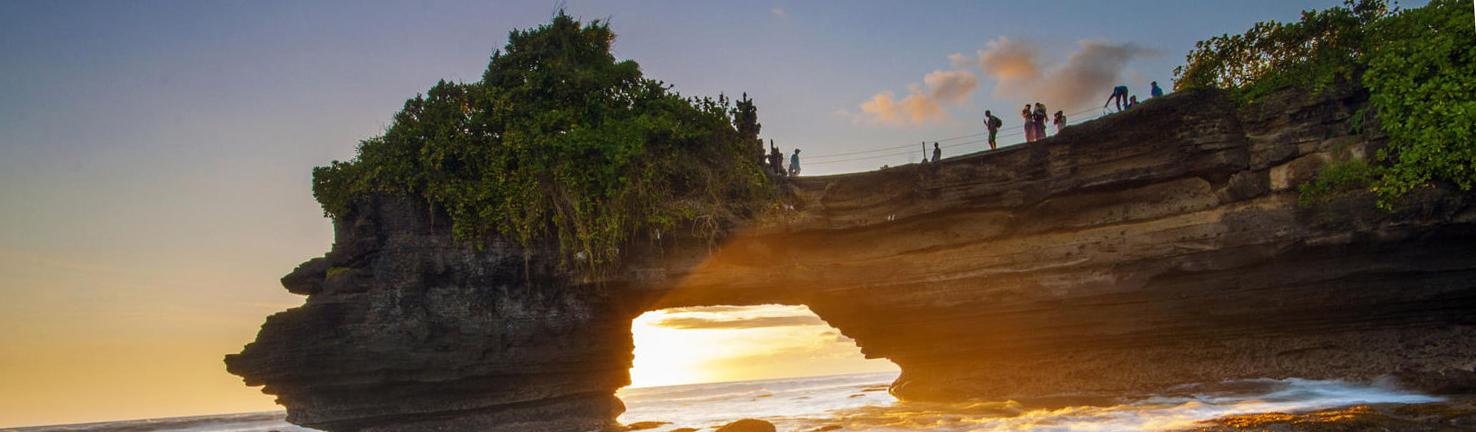 Bali gợi lên những suy nghĩ của một thiên đường. Đó là một nơi chứa nhiều điều thú vị, đó là một tâm trạng, một khát vọng, một điểm đến ở miền nhiệt đới.