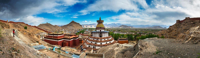 """Tây Tạng là một vùng đất mà bản thân nó đã trở thành một """"thương hiệu"""" có sức hút khó cưỡng, không chỉ đối với những tín đồ của Phật giáo, một nơi xứng đáng để bạn dành thời gian trải nghiệm."""