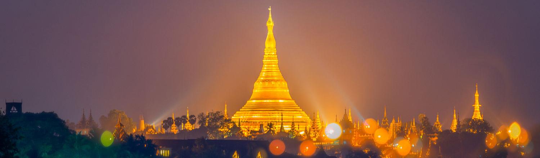 Chùa Shwedagon toạ lạc trên đỉnh đồi Singuttara, Yangon (Myanmar) vừa bề thế, vừa uy nghi.