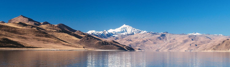 Ngày nay Tây Tạng đã có nhiều thay đổi, có cả một tuyến đường sắt có giá hơn 3 tỷ USD nối liền Lhasa với Trung Quốc, các khu phố hiện đại mọc lên nhiều hơn. Tuy nhiên, trong thế giới thay đổi này, vẫn còn có những vùng mà nền văn hóa Tây Tạng vẫn tiếp tục tồn tại và phát triển.