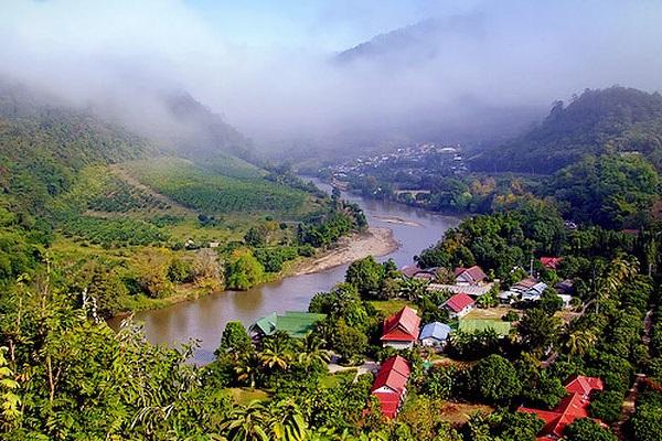 Chiang Rai thích hợp với những du khách muốn tìm 1 nơi thanh bình, yên ả, tận hưởng bầu không khí trong lành