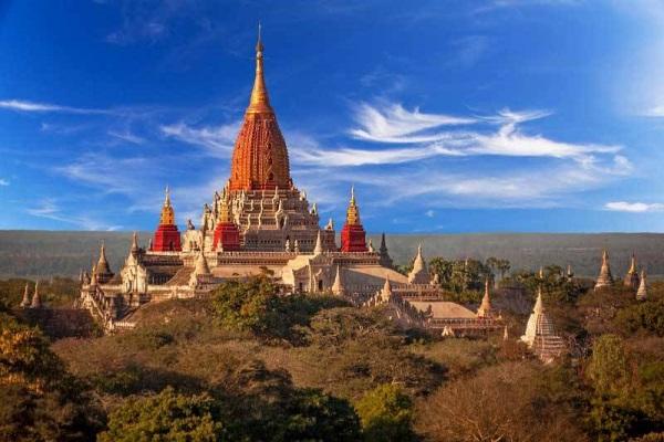 Đền Ananda được người dân Myanmar coi là biểu tượng cho trí tuệ vô biên của Phật
