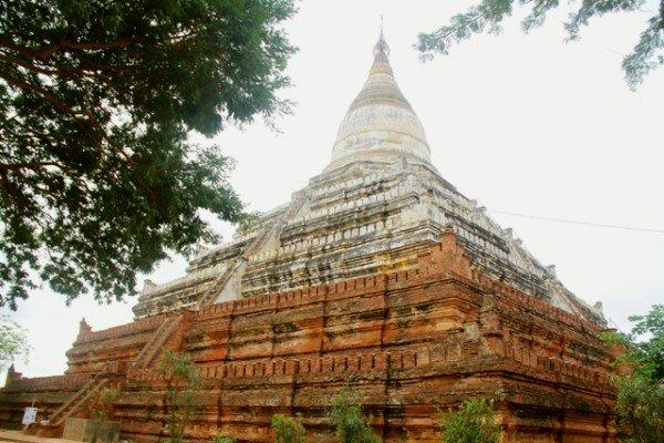 Đền Shwesandaw có cầu thang ở bốn mặt