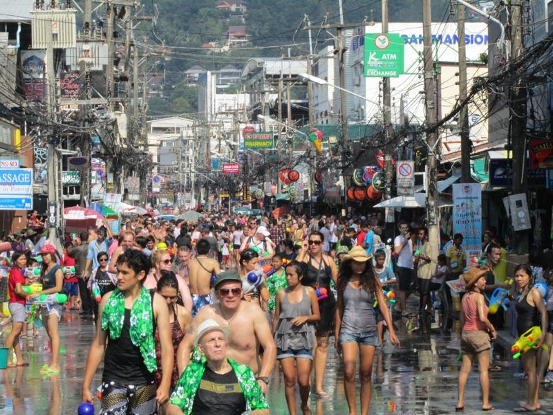 Lễ Hội Té Nước Tết Songkran Thái Lan