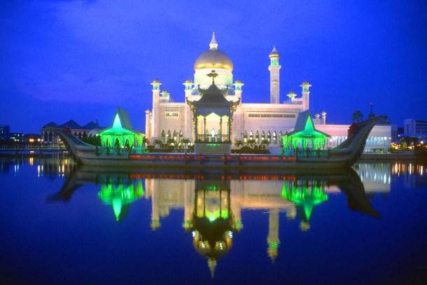 Thánh đường Hồi giáo Sultan Orma Ali Saifuddien - Biểu tượng của Vương quốc Brunei