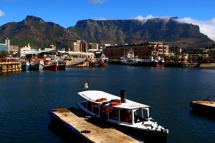 Bến cảng V&A thu hút rất đông lượng khách du lịch hằng năm.