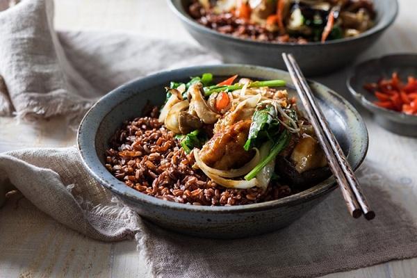 Chịu ảnh hưởng không nhỏ của văn hóa Trung Quốc và Ấn Độ, vì vậy gạo là một thực phẩm không thể thiếu trong bữa ăn của người Bhutan