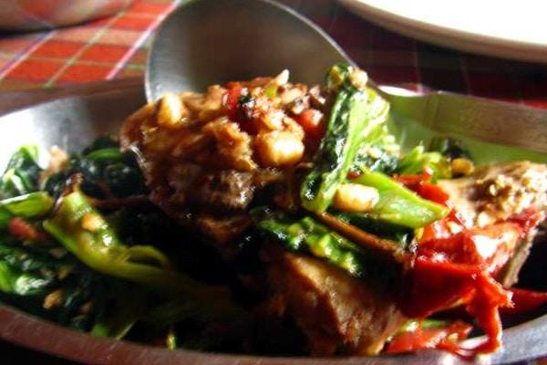 Cũng như nhiều món ăn khác của Bhutan, món thịt heo hầm này cũng có độ cay khá đáng nể