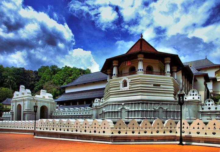 Đền Dalada Maligawa hay còn được gọi là đền Răng Phật