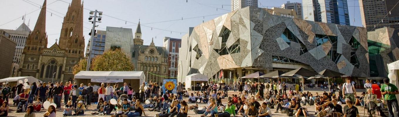 """Quảng trường Federation là trung tâm cộng đồng và không gian công cộng chính của Melbourne với tên gọi thân mật là """"Quảng trường Fed"""""""