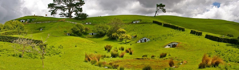 """Ngay từ sau thành công của bộ phim Chúa tể chiếc nhẫn, làng Hobbit ở New Zealand đã trở thành điểm đến hút khách du lịch. Nhờ có bộ phim, nơi đây được mệnh danh là """"vùng trung tâm của trung tâm trái đất"""""""