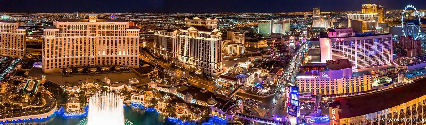 """Có một nơi mà bạn vừa có thể ăn chơi, vừa thử vận đỏ đen, lại vừa được tham gia những hội hè thâu đêm suốt sáng. Đó là Las Vegas - thành phố giải trí """"hot"""" nhất thế giới"""