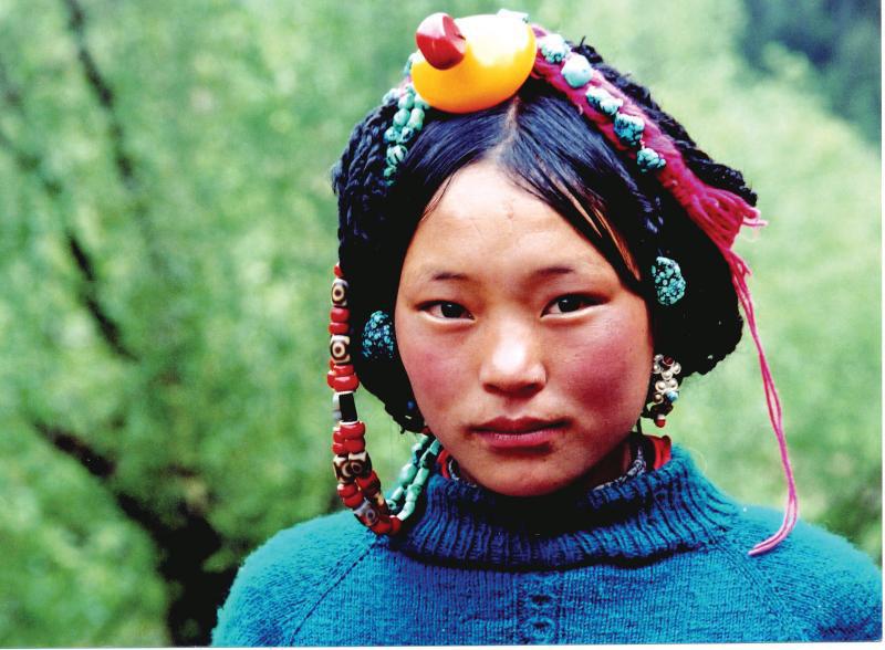 Việc thiếu khí oxy và tia tử ngoại lớn là nguyên nhân làm da người Tây Tạng đỏ hơn bình thường
