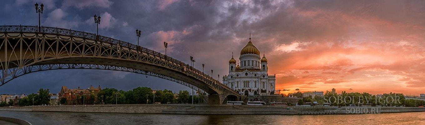 Nhà thờ Chúa Kitô Đấng Cứu thế - giáo đường Chính thống lớn nhất của nước Nga hùng vĩ tọa lạc bên bờ sông Matxcova, cách không xa Điện Kremlin