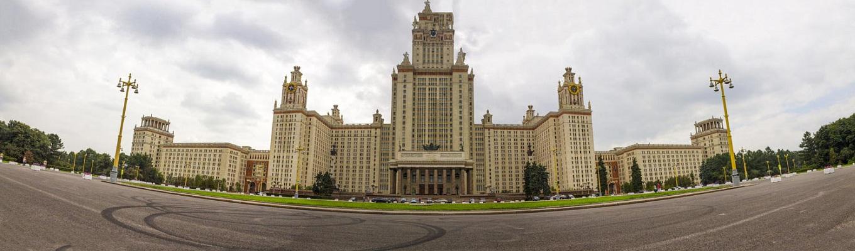 Trường Đại học Tổng hợp quốc gia Mátxcơva Lomonosov là trường đại học có tuổi đời lâu nhất và lớn nhất nước Nga, được thành lập từ năm 1755. Trường được thành lập bởi sáng kiến và công lao của nhà bác học Nga, Viện sĩ Mikhail Vasilievits Lomonosov (1711 - 1765)