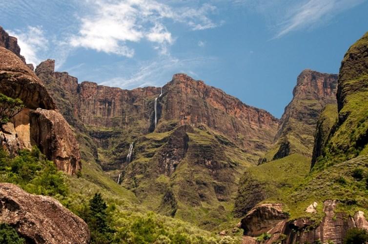 Thác Tugela ở Nam Phi là thác nước cao thứ hai trên thế giới với độ cao 948m. Thác nước kỳ vĩ này nằm trong vườn quốc gia Natal.