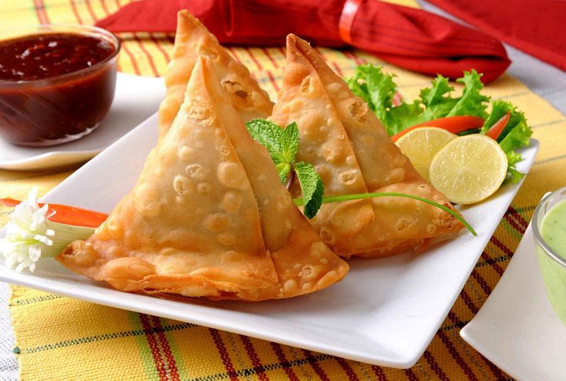 Bánh Samosas - một món ăn vặt phổ biến ở Ấn Độ nhưng lại không bắt nguồn từ đây