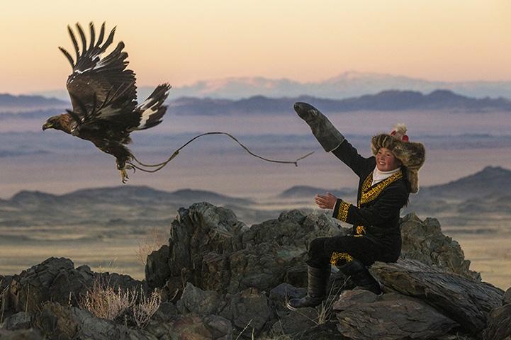 Truyền thông đi săn cùng đại bàng được lưu truyền qua nhiều thế hệ của bộ tộc Kazakhs