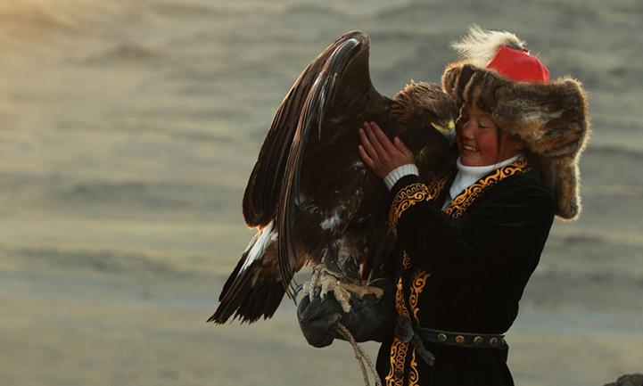 Đại bàng được nuôi từ nhỏ rất trung thành với chủ nhân
