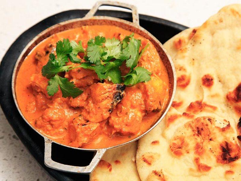 Thật bất ngờ là món Gà Tikka, món ăn mà bạn bắt gặp rất nhiều ở Ấn Độ lại xuất phát từ Vương Quốc Anh