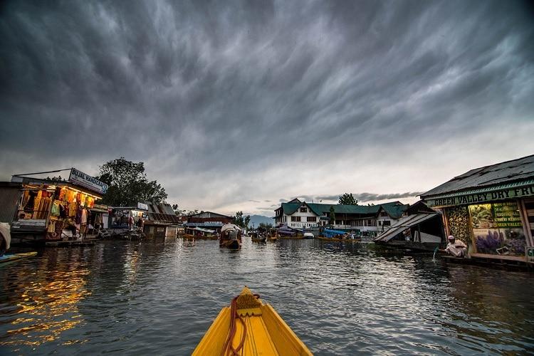 Hồ Dal là một trong những điểm hấp dẫn của hành trình khám phá Kashmir