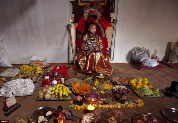 Nữ thần sống (Kumari) ở Nepal