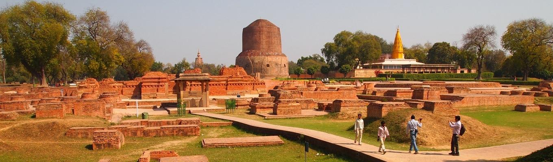 Vườn Lộc Uyển - Sarnath còn gọi là vườn nai nơi Đức Phật giảng pháp lần đầu tiên cho anh em Kiều Trần Như, và cũng là nơi Tăng Già Phật Giáo ra đời