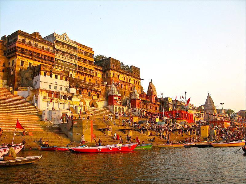 Dãy Himalaya và sông Hằng là hai hình ảnh linh thiêng nhất đối với người dân Ấn Độ