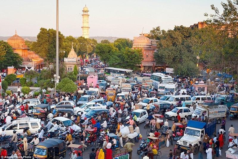Giao thông ở Ấn Độ rất hỗn loạn, do đó bạn phải thật đặc biệt chú ý