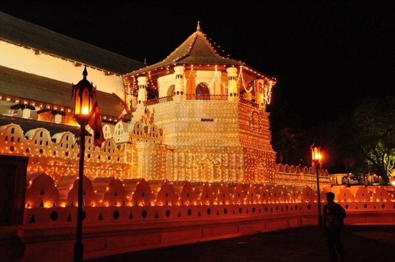 Đền Maligawa ở Kandy, nơi lưu giữ xá lợi Răng của Đức Phật