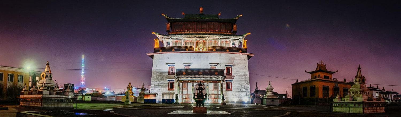 Gandan (còn được gọi dưới cái tên Tu Viện Gandantegchinlen Khiid) là một trong những Tu Viện lớn nhất và quan trọng nhất ở Mông Cổ, và là một điểm tham quan thú vị nhất ở Ulaanbaatar. Được thành lập khoảng vào năm 1835 bởi  Jebsundamba thứ 5 và phát triển như trung tâm Phật học ở Mông Cổ