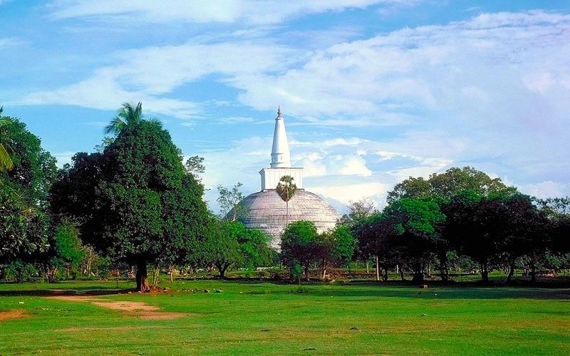 Anuradhapura là thành phố cổ nhất ở Sri Lanka, được xem là thánh địa Phật giáo của cả nước với rất nhiều tòa bảo tháp...