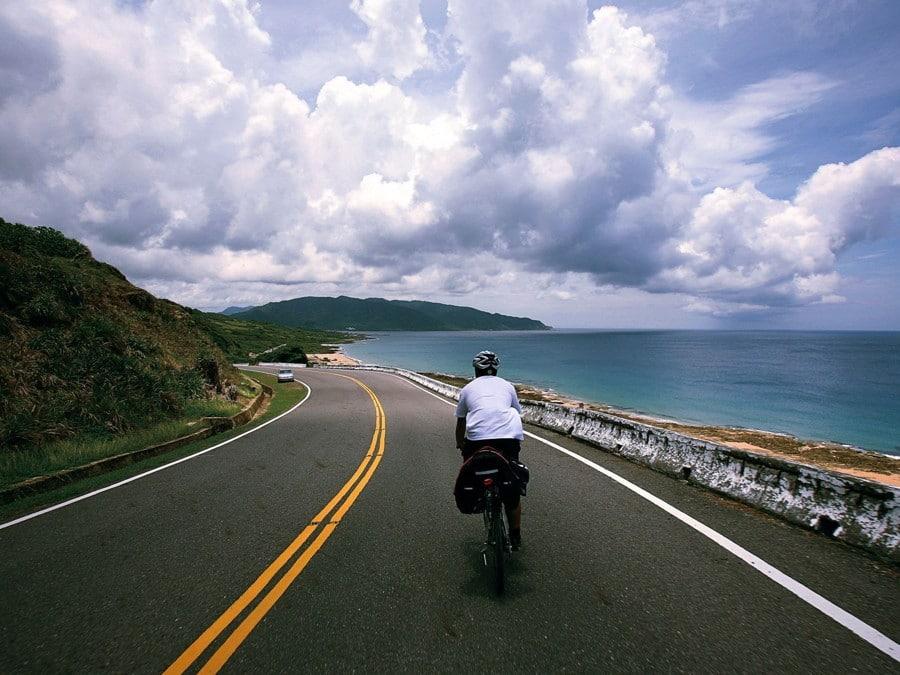 road-beside-sea-taiwan