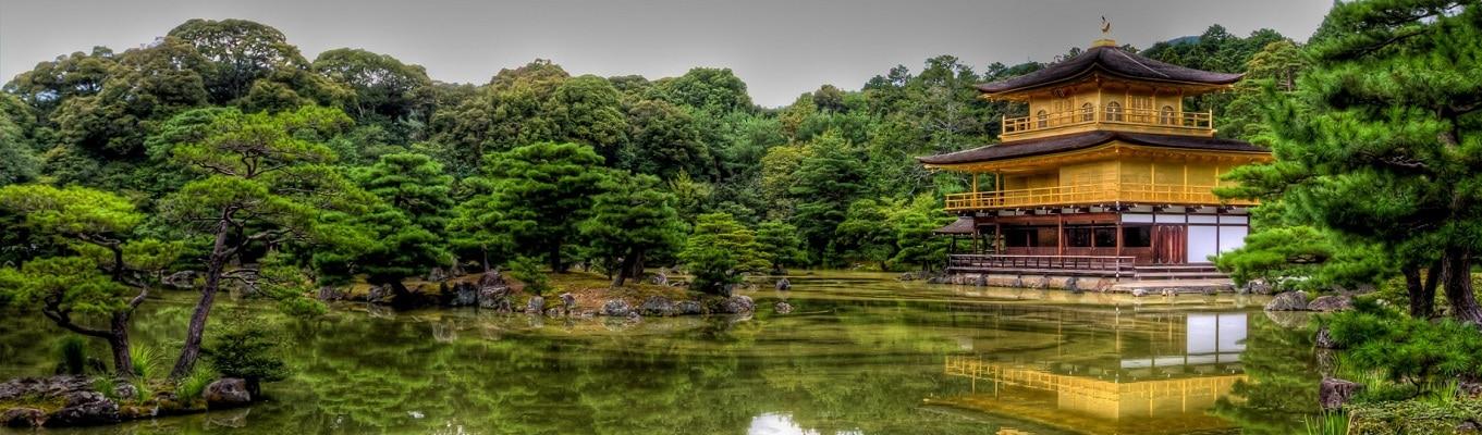 Chùa Kinkakuji - Kim Các Tự, tức chùa Gác Vàng, là tên phổ thông của chùa Rokuon-ji ở Kyoto. Toàn bộ ngôi chùa, ngoại trừ tầng trệt đều được bọc bằng những lá vàng nguyên chất, khiến cho ngôi chùa có giá trị vô cùng to lớn