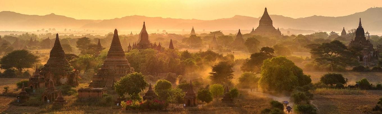 Bagan từng là thủ đô tráng lệ của Myanmar trong suốt 230 năm. Hiện nơi đây còn lưu giữ được hơn 2.000 ngôi đền chùa. Những di tích còn sót lại của Bagan có thể sánh ngang với 2 quần thể đền tháp nổi tiếng là đền Angkor Wat của Campuchia và đền Borobodur ở miền trung đảo Java, Indonesia.