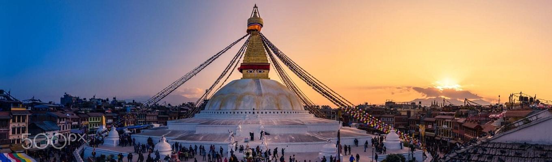 Bảo tháp Boudhanath là một trong hai bảo tháp phật giáo linh thiêng nhất tại Nepal. Ngoài ra đây còn là bảo tháp lớn nhất được xem là trung tâm phật giáo Tây Tạng tại giữa thủ đô Kathmandu