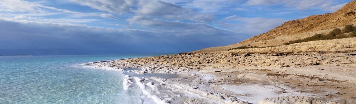 Biển Chết - nơi được cho là có khả năng chữa bệnh tuyệt vời. Biển Chết với mức độ muối đặc biệt cao và được coi là hồ nước mặn sâu nhất thế giới.