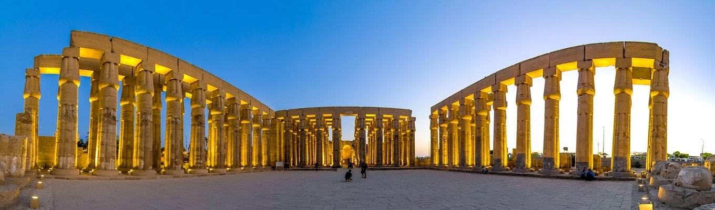 Đền thờ Luxor nằm trên bờ Đông của sông Nile, được xây dựng vào năm 1400 trước công nguyên - là điểm du lịch nổi tiếng hút khách của Ai Cập.