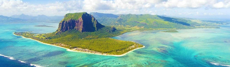 Mauritius – nơi được mệnh danh là thiên đường dành cho các kỳ nghỉ dưỡng. Đến đây bạn không chỉ được chiêm ngưỡng những những bờ biển tuyệt đẹp, những cảnh quan kỳ vĩ mà còn được trải nghiệm không gian văn hóa đa sắc tộc.
