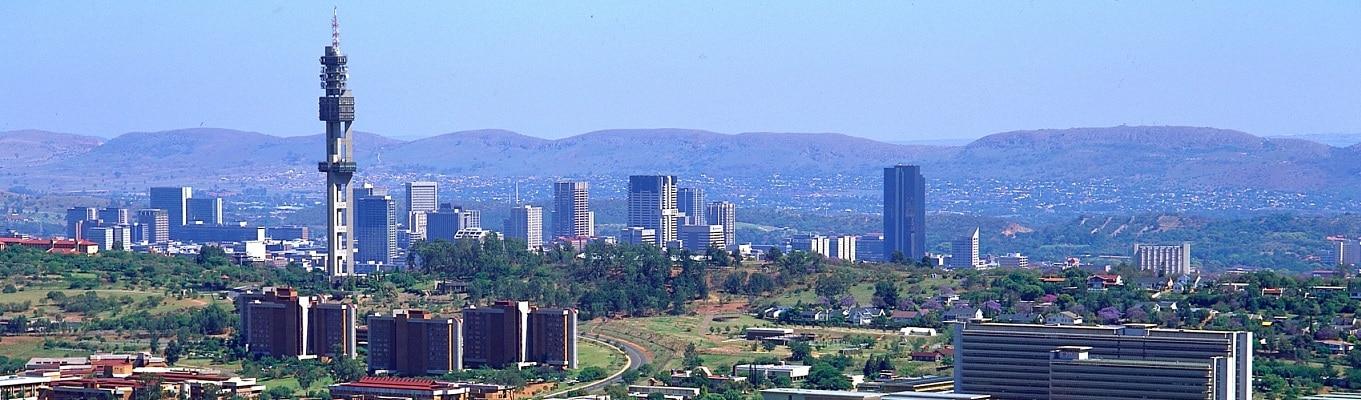 """Thành phố Pretoria - thủ đô hành chính của Nam Phi, nơi được mệnh danh là """"thành phố của hoa phượng tím"""" với hàng ngàn cây phượng tím rải rác khắp thành phố"""