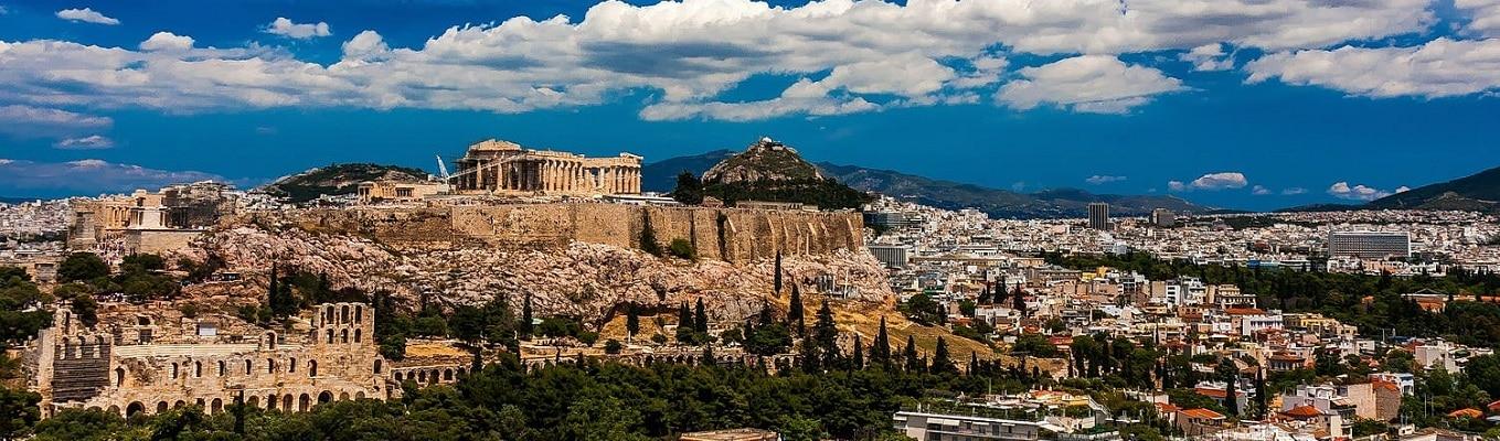 Đồi Acropolis, theo ngôn ngữ Hy Lạp là thành phố ở trên cao; ngày nay khu khảo cổ Acropolis của Athens là quần thể kiến trúc nổi tiếng ở Hy Lạp với các ngôi đền như đền thờ nữ thần Trí Tuệ và Chiến Thắng Athena Nike - vị thần bảo hộ của Athens, ngôi đền Erectheion và đặc biệt là điện Parthenon.