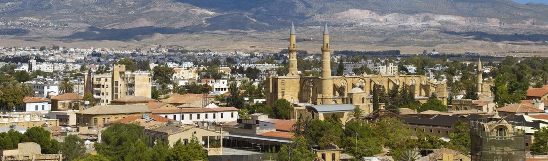 Nicosia, thủ đô đồng thời là thành phố lớn nhất tại Cộng Hoà Síp. Nicosia còn được biết đến là thủ đô duy nhất trên thế giới còn bị phân chia với phần phía nam thuộc Hy Lạp, phần phía Bắc thuộc Thổ Nhĩ Kỳ, chia cắt bởi ranh giới do Liên Hiệp Quốc kiểm soát.