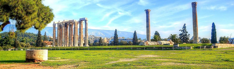 Đền thờ thần Zeus nằm trên một dải đất lũng sông dưới núi Olympus, được xây dựng khoảng từ năm 468 đến 456 TCN