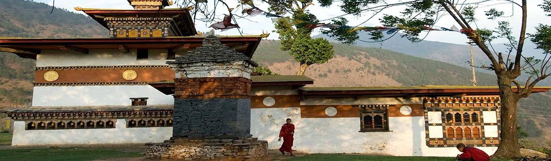 Chimi Lhakhang còn gọi là ngôi đền của Thánh Nhân Điên hoặc Lama Drukpa Kuenley hay theo nhân gian là đền thờ phồn thực nơi người dân đến để cầu xin con cái